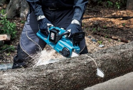 MAKITA'S TWIN 18V (36v) CORDLESS CHAINSAW MATCHES PETROL PERFORMANCE