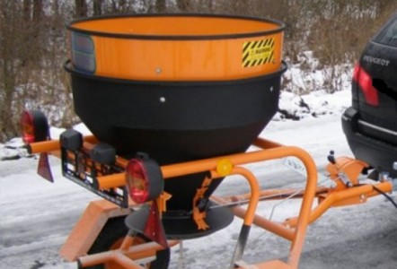 ​The Gritex 'Fuji' Tow Behind Gritter
